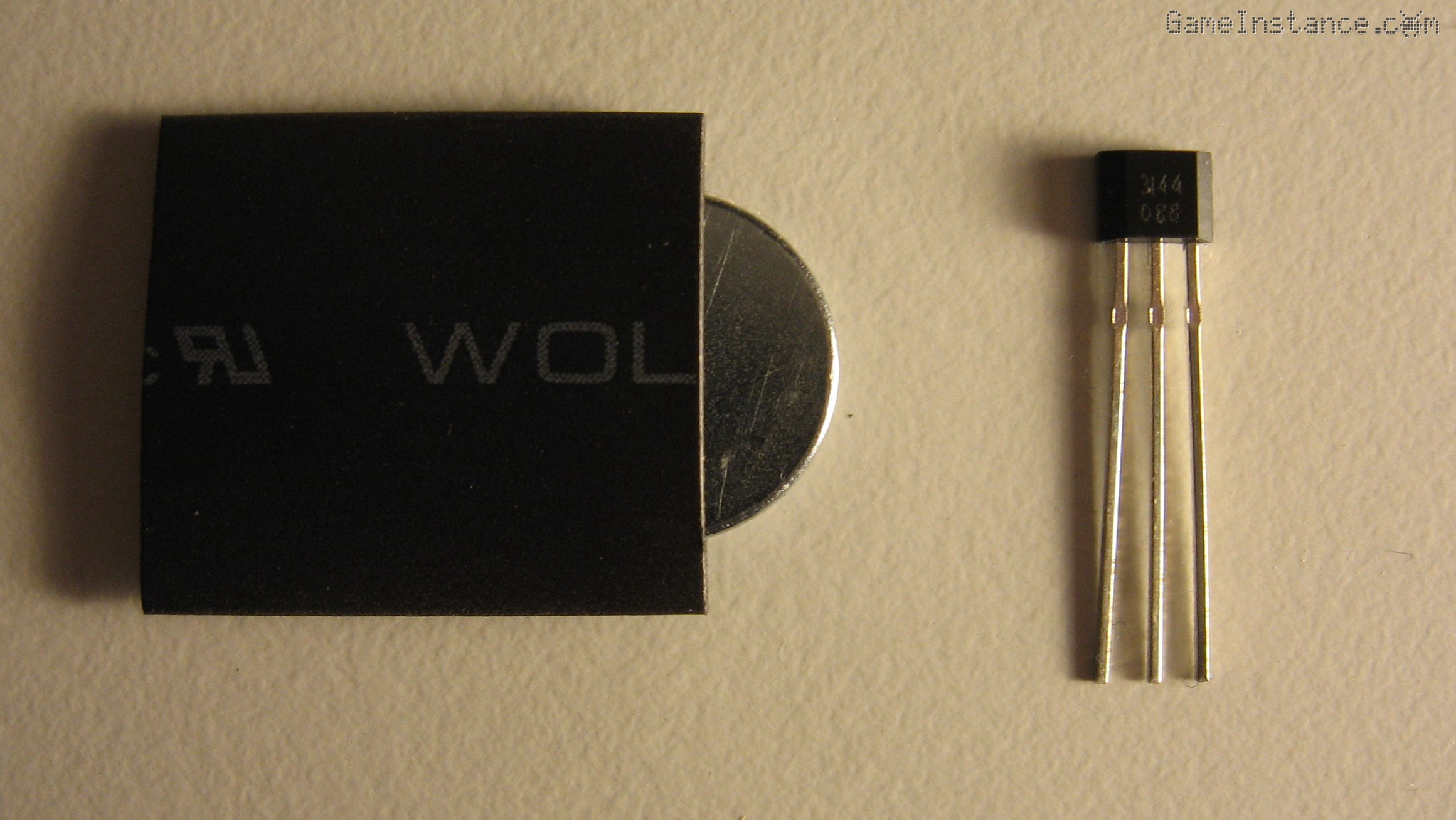 UV-Box 400 - Hall effect sensor and magnet to be used for detecting lid openings.
